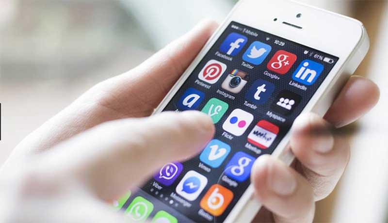 """6 de cada 10 viajeros de negocios comparte """"su experiencia"""" en redes sociales"""