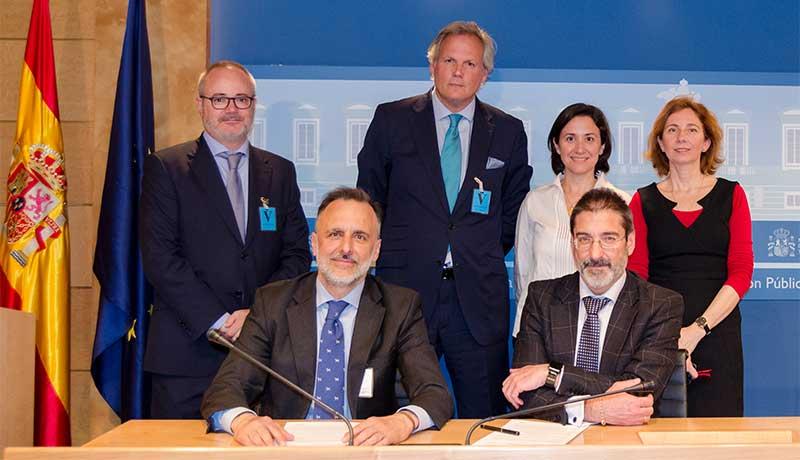 Viajes El Corte Inglés formaliza el contrato con la Administración General del Estado