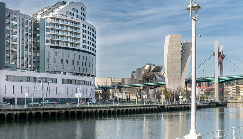 Vincci Consulado de Bilbaoes unnuevo hotel en Bilbaocuyo edificio simula un velero